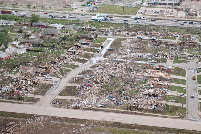 Aerial_view_of_2013_Moore_tornado_damage